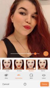 Print de uma selfie de uma mulher com cabelos vermelhos mostrando a ferramenta Filtros do AirBrush.