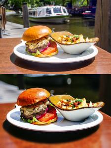 Montagem com 2 fotos do hambúrguer em cima de um prato branco com batatas fritas de acompanhamento mostrando o antes e depois das edições.