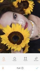 foto de mujer con un girasol