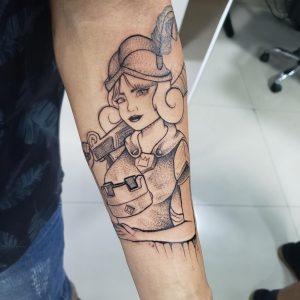 Foto de uma tatuagem no antebraço