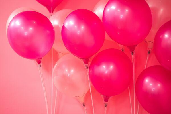 Balões representando o outubro rosa
