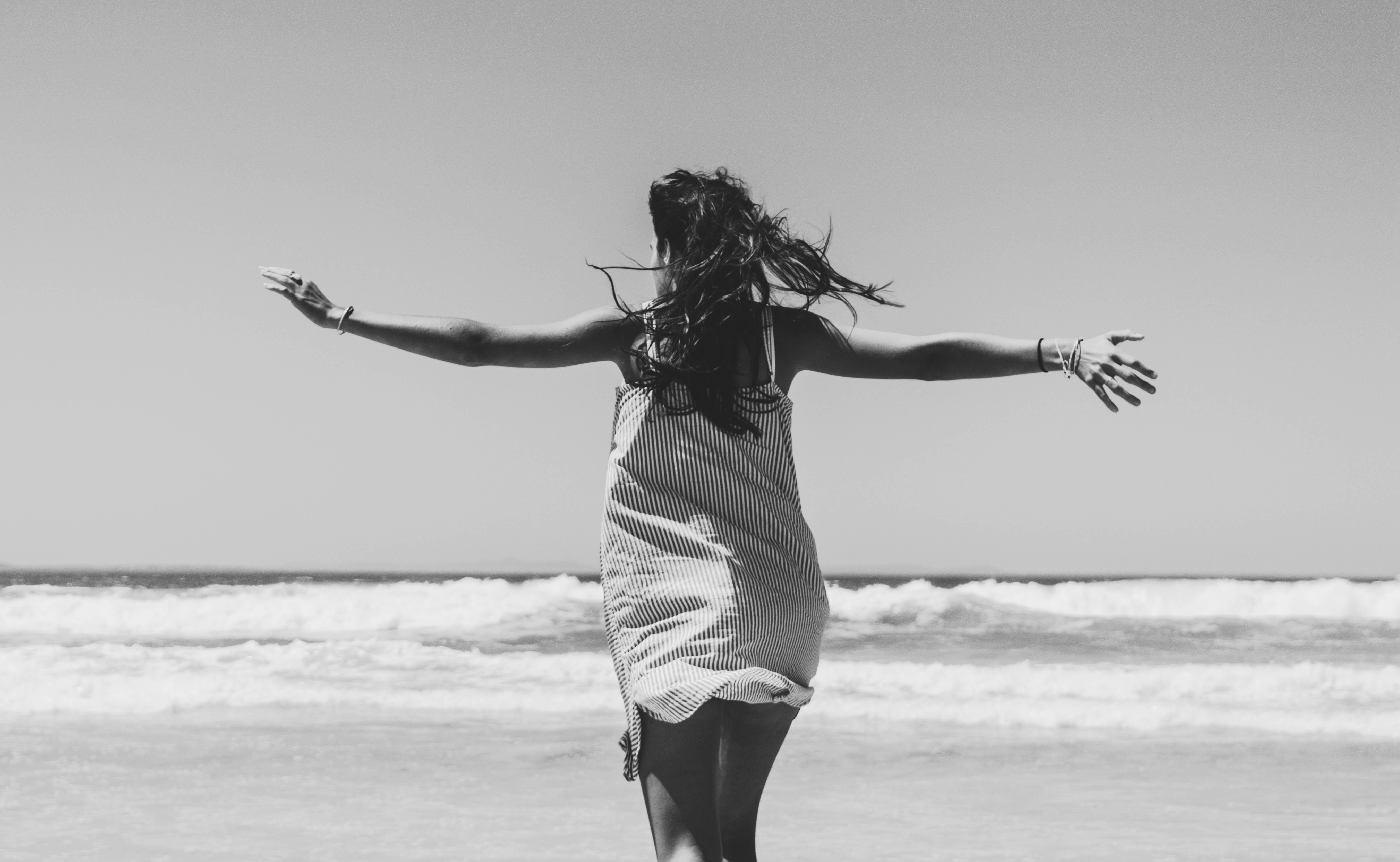 fotos lindas na praia em preto branco