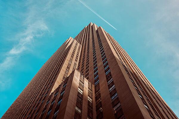 foto de prédio visto de baixo