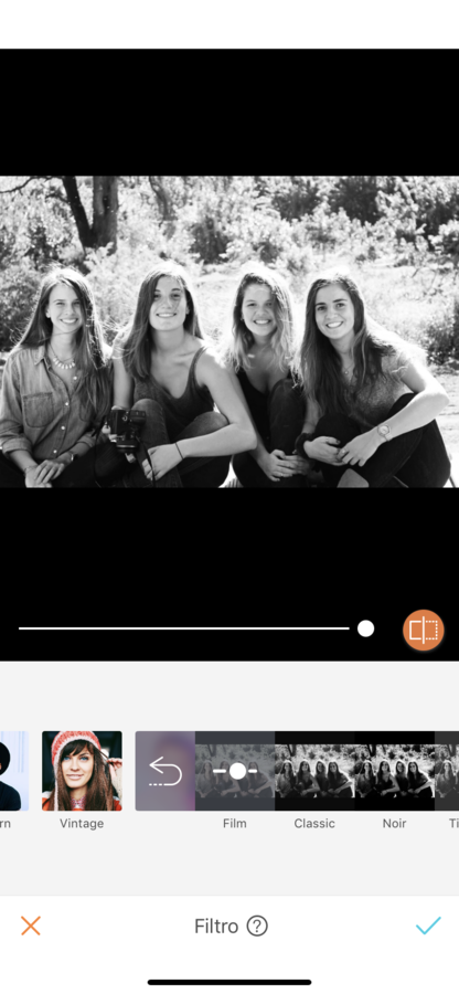 foto de 4 amigas en la naturaleza en blanco y negro