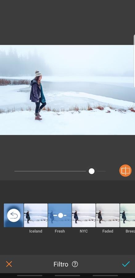 mujer en la montaña con nieve con ropa de invierno