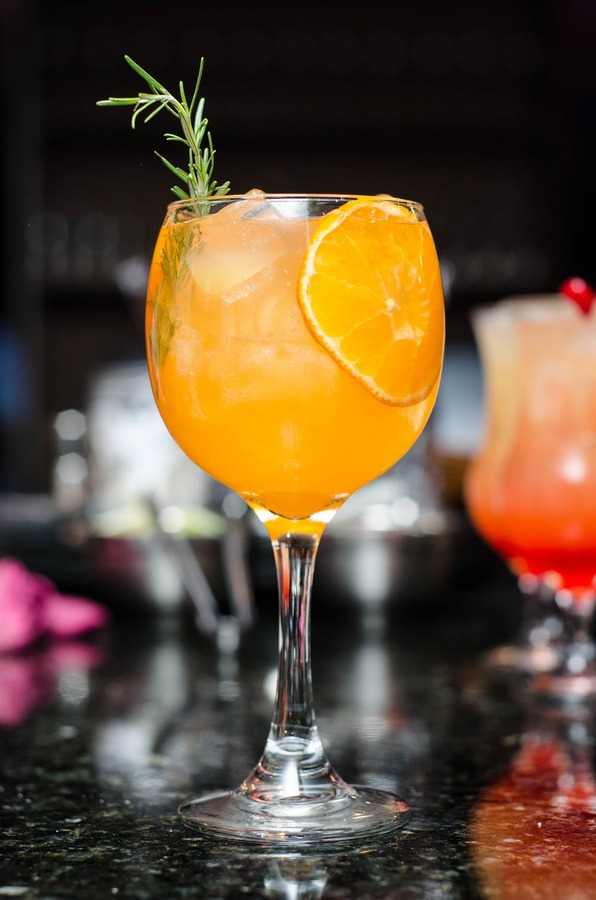 coctel naranja con romero