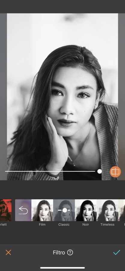 Fotografía en blanco y negro de una mujer asiatico