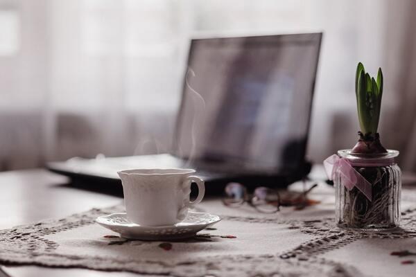 Trabajando con un cafezito