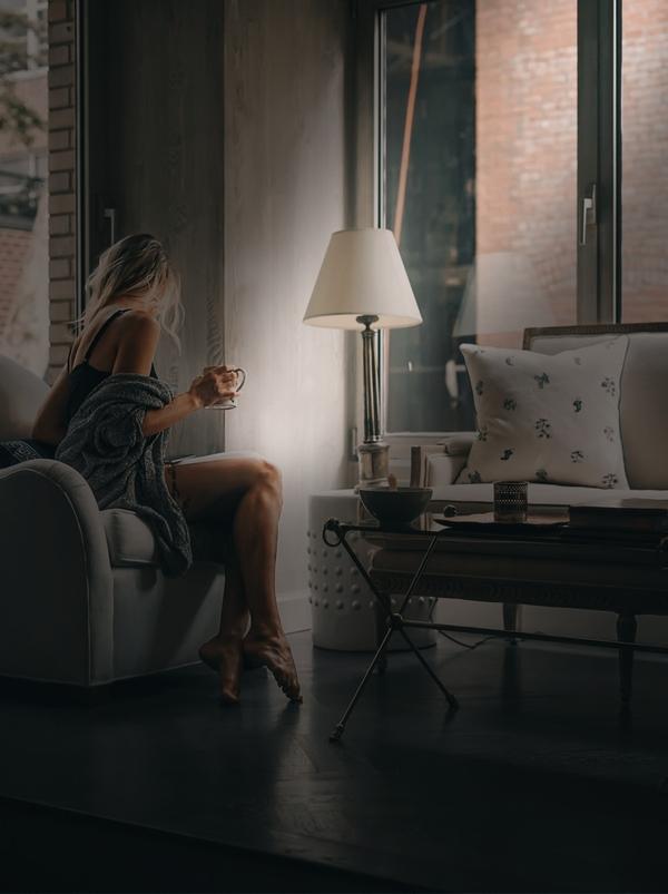 Filtros Shadows 04 mujer sentada