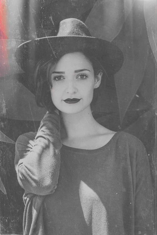 fotografía de mujer con ropa vintage