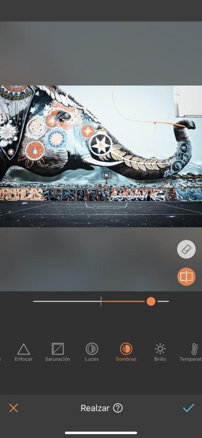 Arte urbano de un elefante pintado en una pared.