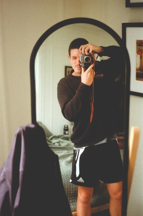 Selfies using mirrors 01