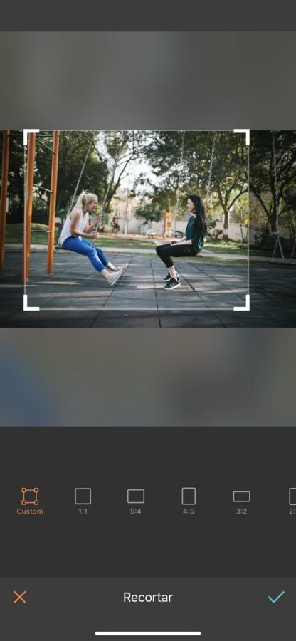 dos amigos en el parque