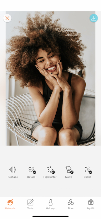 Picture of a black woman smiling to the camera