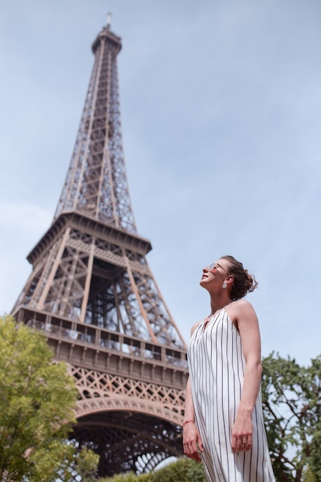white woman standing in front of the Eiffel Tower