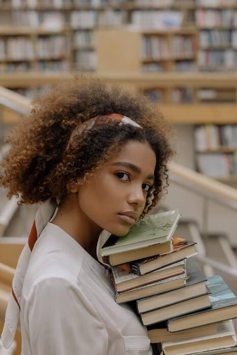 Stylé avec des livres : 4 retouches essentielles05