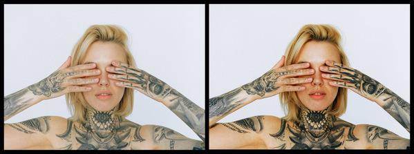Montagem com 2 fotos da mesma mulher com tatuagens nos braços, pescoço e peito mostrando o antes e depois da edição.