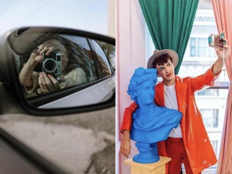 selfies originales en el espejo retrovisor y en un museo