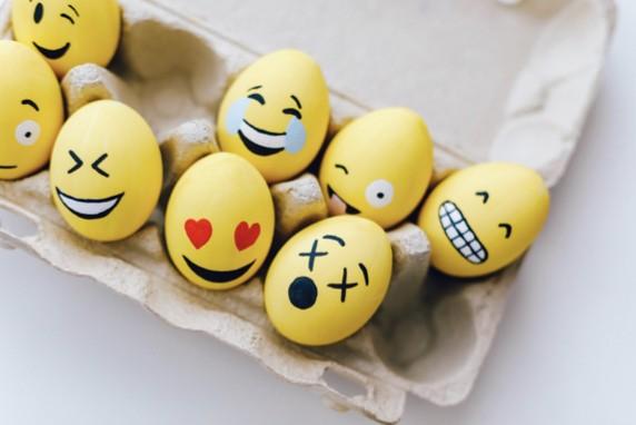 huevos en forma de emoji