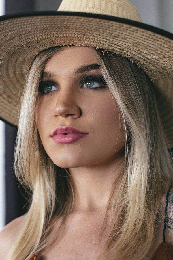 woman with blonde hair wearing a cowboy hat
